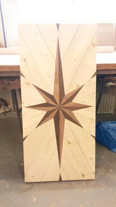 Wood Floor Pattern, Floor Patterns, Old Kitchen Tables, Table Top Design, Into The Woods, Diy Holz, Diy Pallet Projects, Pallet Ideas, Wooden Crafts