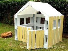 Something like this to enclose bottom of playset  Pallet playhouse #diyplayhouse