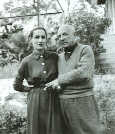 Picasso and his muse and lover Francoise Gilot a painter and the mother of Pablo and Paloma. After she left Picasso she married painter Luc Simon and then Jonas Salk of polio vaccine fame. Spanish Painters, Spanish Artists, Famous Artists, Great Artists, Francoise Gilot, Cubist Movement, Robert Frank, Portraits, Art Moderne