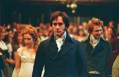First meeting for Elizabeth & Darcy --  pride and prejudice 2005 | Pride & Prejudice (2005) | Film-Szenenbild