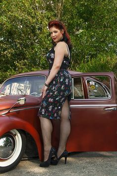Pin up Model Tonny with a VW kever from 1969 Made by Tonny Bogers Fotografie