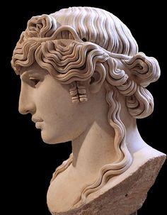 Busto romano de Antínoo (Louvre, París).