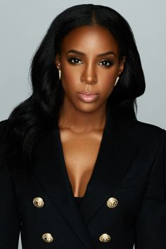 Kelly Rowland More (EC) I like her better than beyonce at least she's not rude to her fans. Beautiful Dark Skinned Women, My Black Is Beautiful, Beautiful Eyes, Beautiful People, Beautiful Pictures, Beautiful Women, Afro, Kelly Rowland Style, Kelly Rowland Makeup