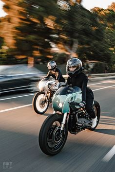 Boxer Twins A pair of café racers from Upcycle BMW cafe racers scramblers and bobbers Cafe Racers, Bmw Cafe Racer, Moto Cafe, Power Bike, Bmw Boxer, Bmw Motorcycles, Bike Bmw, Suzuki Gsx, Valentino Rossi