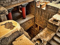 GREECE CHANNEL | #Knossos, #Crete. Home of the great Minoan civilisation, destroyed I believe by the tsunami from the volcanic eruption that blew apart the island of Santorini. #Greece http://www.greece-channel.com/
