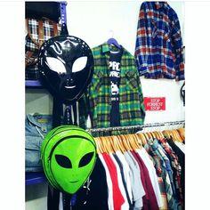 #ATERRIZAENFOREIGNMILITANTSHOP Llegaron nuevos productos a nuestra tienda: chalecos, camisas, bolsos y mochilas Chapa tu nave y vuela a nuestra tienda  Dirección: Av. Andres Razuri 172 - V.M.T  #aliens #alien #alienígena #alienbackpack #mochilas #grunge #rockstar #rockstyle #cool #shop #foreignmilitantshop