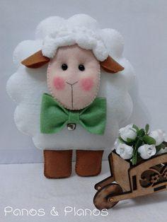 *FELT ART ~ Ovelhinhas em feltro para decoração Sheep Crafts, Felt Crafts, Diy And Crafts, Christmas Balls, Christmas Crafts, Lamb Craft, Felt Templates, Sheep And Lamb, Finger Puppets