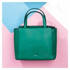Fresh up this season's looks with this bucket bag #vilanovabag #vilanova #vilanova_accessories #portuguesebrand #brand #accessoriesbrand #style #stylist #fashion #fashionideas #DIY #fashion #accessories #newcollection #summercollection