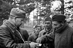 Venäläisiä vankeja Aunus-Tuulos- maantiellä 5.9.1941 syyskuuta 1941. Suomalaisten hyökkäystä edeltänyt tykistövalmistelu oli siihenastisista vahvin.