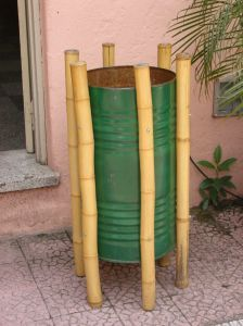 refletir, reutilizar e reciclar    Reaproveitamento de lata e Bambu