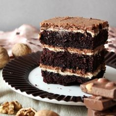 Absolutely delicious chocolate cake ( from Black Forest recipe) with nut filling: nut ganache and praline mousse. Nut Recipes, Desert Recipes, Sweet Recipes, Cake Recipes, Tasty Chocolate Cake, Chocolate Recipes, Food Cakes, Cupcake Cakes, Icing Recipe