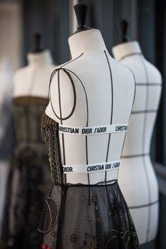 LITTLE BLACK DRESS School Fashion, Daily Fashion, High Fashion, Luxury Fashion, Womens Fashion, Fashion Fashion, Haute Couture Fashion, Fashion Sewing, Fashion Studio
