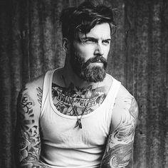 Olha o estilo do @levistocke  As tatuagens dele são incríveis!   #homem #men #hot #inspiration #fashion #barba #beard #barbado #tattoo #tatuagem #blackandwhite #lifestyle #amazing