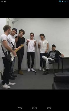 One Direction in the dressing room in Australia