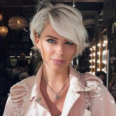Short Pixie Bob Platinum Blonde Haircut With Side Bangs ❤️ Our collection of latest short hair trends 2018 Short Hair Trends, Latest Hair Trends, Girl Short Hair, Blonde Short Hair Pixie, Platinum Blonde Pixie, Short Cut Hair, Short Blonde Haircuts, Short Hair In Back, Short Hair Side Fringe