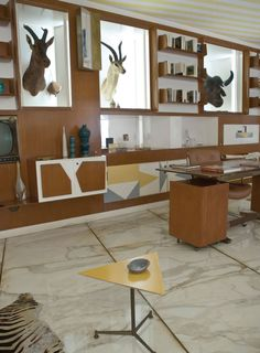 Gio Ponti was commissioned by Armando and Anala Planchart, a wealthy couple that were lovers of art and architecture in to build their home Gio Ponti, Space Architecture, Googie, Interior And Exterior, Corner Desk, Sweet Home, Villa, Furniture, Home Decor