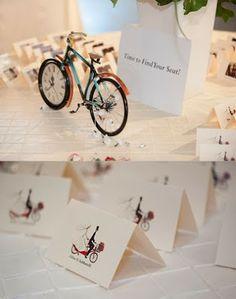 Pon meseros con bicis en tu boda.