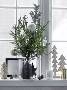 Get into the holiday spirit with these beautiful Scandinavian Christmas inspiration ideas. Swedish Christmas, Modern Christmas, Scandinavian Christmas, Beautiful Christmas, Simple Christmas, Winter Christmas, Christmas Home, Christmas Fireplace, Christmas Window Decorations