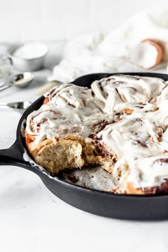 Apple Butter Cinnamon Rolls with Brown Butter Cream Cheese Icing - Baran Bakery Breakfast Dessert, Breakfast Recipes, Dessert Recipes, Breakfast Dishes, Dessert Bars, Brunch Recipes, Breakfast Ideas, Pavlova, Enriched Dough Recipe