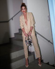 E hoje foi dia de festa de lançamento da nova coleção da @colccioficial! Gostaram da minha escolha de look? 🍊 #ColcciParty #BotanicalLab… Monochrome Fashion, Poses, Night Looks, Ideias Fashion, Celebrity Style, Kimono Top, Instagram, Normcore, Stripes