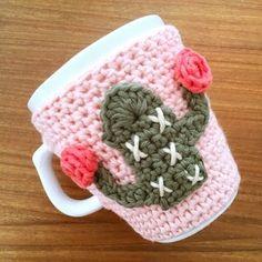 Crochet Mug Cozy, Crochet Cactus, Quick Crochet, Crochet Gifts, Crochet Motif, Diy Crochet, Crochet Patterns, Crochet Christmas Decorations, Crochet Decoration