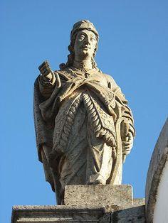 Os Doze Profetas - Amós ... Arte Barroca - Escultura em pedra sabão por Antonio Francisco Lisboa - O Aleijadinho -  Congonhas do Campo - Minas Gerais - Brasil.