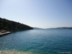 Okrug Donji, auf der Insel Ciovo, ist eine der beliebtesten Badedestinationen der Insel. Was bei so klarem Meer kein Wunder ist.