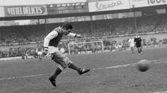 Raymond Kopaszewski, 'Kopa', el genio al que el fútbol salvó de la mina    Fallecido esta mañana a los 85 años en Angers (oeste de Francia), el delantero galo formó una legendaria delantera junto a Di Stéfano, Gento, Puskas y Rial. Fue elegido mejor jugador del Mundial 1958 y ganó tres Copas de Europa con el Real Madrid.