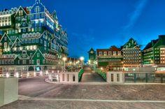 Zaandam City,  Nieuwe centrum van Zaandam, met Intell hotel, nieuwe stadhuis en toegang tot station.