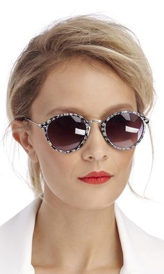 Summer Style : Rounded wayfarer sunglasses with tiny daisies printed along the frames Ray Ban Sunglasses Sale, Wayfarer Sunglasses, Sunglasses Online, Sunglasses Outlet, Sunglasses 2016, Round Sunglasses, Fashion For Petite Women, Womens Fashion Casual Summer, Womens Fashion For Work