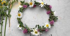 Så här enkelt gör du. Diy And Crafts, Floral Wreath, Wreaths, Land, Decor, Flower Crowns, Door Wreaths, Decorating, Deco Mesh Wreaths