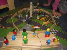 Bouwhoek : circus Classroom Themes, Primary School, Preschool, Projects, Kids, Theater, Harvest, Flower, Modern