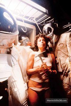 Sigourney Weaver as Ellen Ripley in Alien Alien Film, Alien 1979, Ellen Ripley, Science Fiction, Pet Sematary, Aliens Movie, James Cameron, Actrices Hollywood, Scary Movies