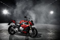 BMW S 1000 R – nowy wyczynowy roadster na bazie S 1000 RR Hd Widescreen Wallpapers, Latest Hd Wallpapers, Sports Wallpapers, Live Wallpapers, Iphone Wallpapers, Bmw S1000rr, Super Bikes, Bike Bmw, Tattoos