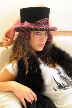 She looks like my daughter jessie, she wil love this! Top Hats For Women, Silly Hats, Fairytale Fashion, Floppy Hats, Millinery Hats, Love Hat, Girl With Hat, Types Of Fashion Styles, Street Style Women