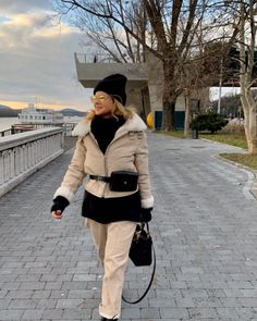 Dokonalé outfity Soni Müllerovej: Módu a štýl má v krvi | 2 Keds, Winter Jackets, Coat, Fashion, Winter Coats, Moda, Sewing Coat, Winter Vest Outfits, Fashion Styles