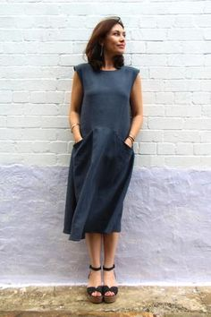 Meet Pia – our newest Tessuti pattern! This pull-on dress is designed with extended shoulder sleeves and exaggerated pockets. The comfortable, flattering style is shaped without being fitted, and… Dress Patterns, Sewing Patterns, Quoi Porter, Hippy Chic, Do It Yourself Fashion, Sewing Hacks, Sewing Tips, Linen Dresses, Fabric Online