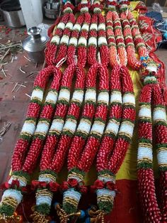Indian Wedding Flowers, Flower Garland Wedding, Flower Garlands, Simple Stage Decorations, Flower Decorations, Diamond Wallpaper, Flower Ornaments, Flower Jewelry, Embroidered Blouse