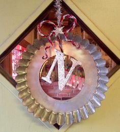 Repurposed Vintage Tin Tart Pan makes a Great Wreath. www.Facebook.com/NestVintage