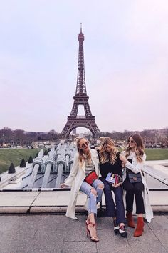 Girls Squat at the Eiffel Tower I Paris: http://www.ohhcouture.com/2017/03/monday-update-45/ #ohhcouture #leoniehanne