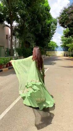 Beautiful Dress Designs, Stylish Dress Designs, Designs For Dresses, Stylish Dresses, Pakistani Wedding Outfits, Indian Bridal Outfits, Indian Bridal Fashion, Indian Gowns Dresses, Indian Fashion Dresses