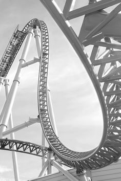 looks like Millennium Force at Cedar Point...this ride gave me a brain freeze from that drop!