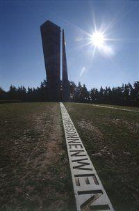 Aussichtsturm mit Sichtachse zur Sonnenwende
