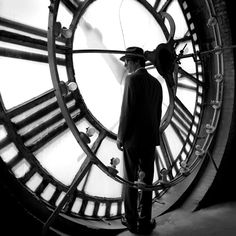 Often compared to the style of Magritte, Rodney Smiths photography is timeless, the second you clock his images.the moments tick away,… Magritte, Couple S'embrassant, Vintage Photography, Art Photography, Rodney Smith, Night Circus, A Series Of Unfortunate Events, Photos, Pictures