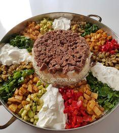 Görüntünün olası içeriği: yiyecek Good Food, Yummy Food, Food Presentation, Iftar, Food Art, Cobb Salad, Kitchen Decor, Food And Drink, Tasty