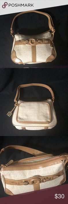 "Giani Bernini Straw Purse This purse in in new condition. Never been used but has had the tags removed. Height 9"" Length 13"" width at the bottom of the pause 3.5"". Giani Bernini Bags Shoulder Bags"