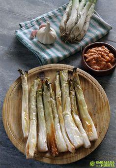 Calçots al horno con salsa Romesco