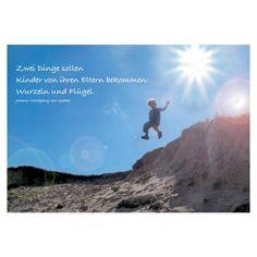 Poetische Sprüche Postkarte: Zwei Dinge sollen Kinder von ihren Eltern bekommen