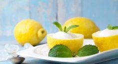 Il Sorbetto al Limone è dessert fresco che spesso si serve come digestivo oppure come intervallo tra una portata di carne e una di pesce.