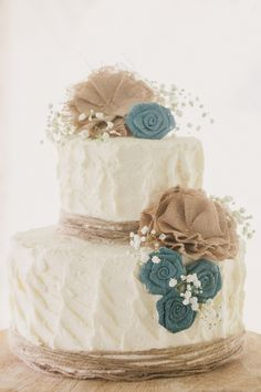Burlap Wedding Cake -- This would be cute with fall colors -- purples and oranges!